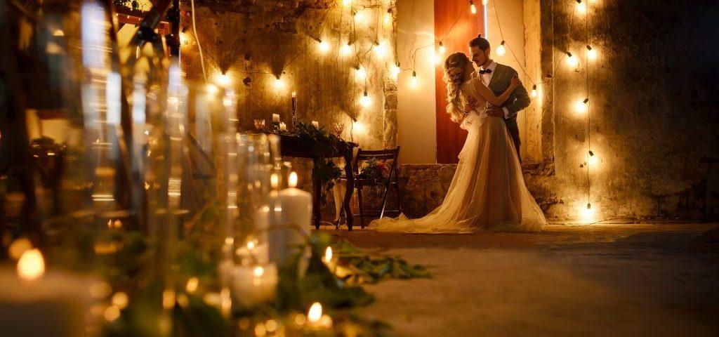 Dekoracje weselne - swietlne kwiatowe balonowe - dekorowanie sal kosciolow samochodow